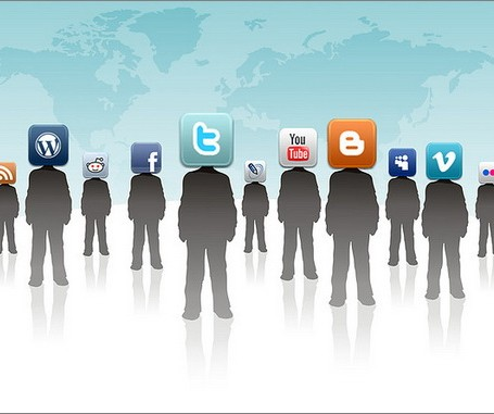 cross-updating-social-media-accounts-02